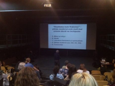 Fizicianul Mircea V. Rusu prezintă temele principale ale workshopului
